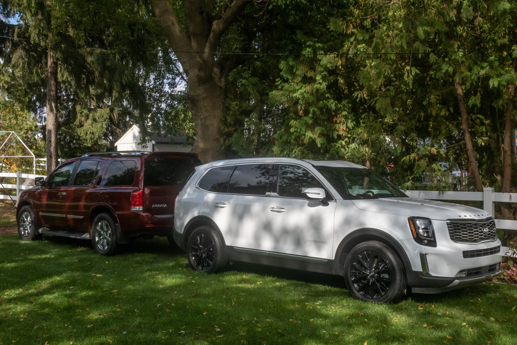 nissan-armada-and-kia-telluride-untitled-2020-08-angle--exterior--front--rear--red--white.jpg