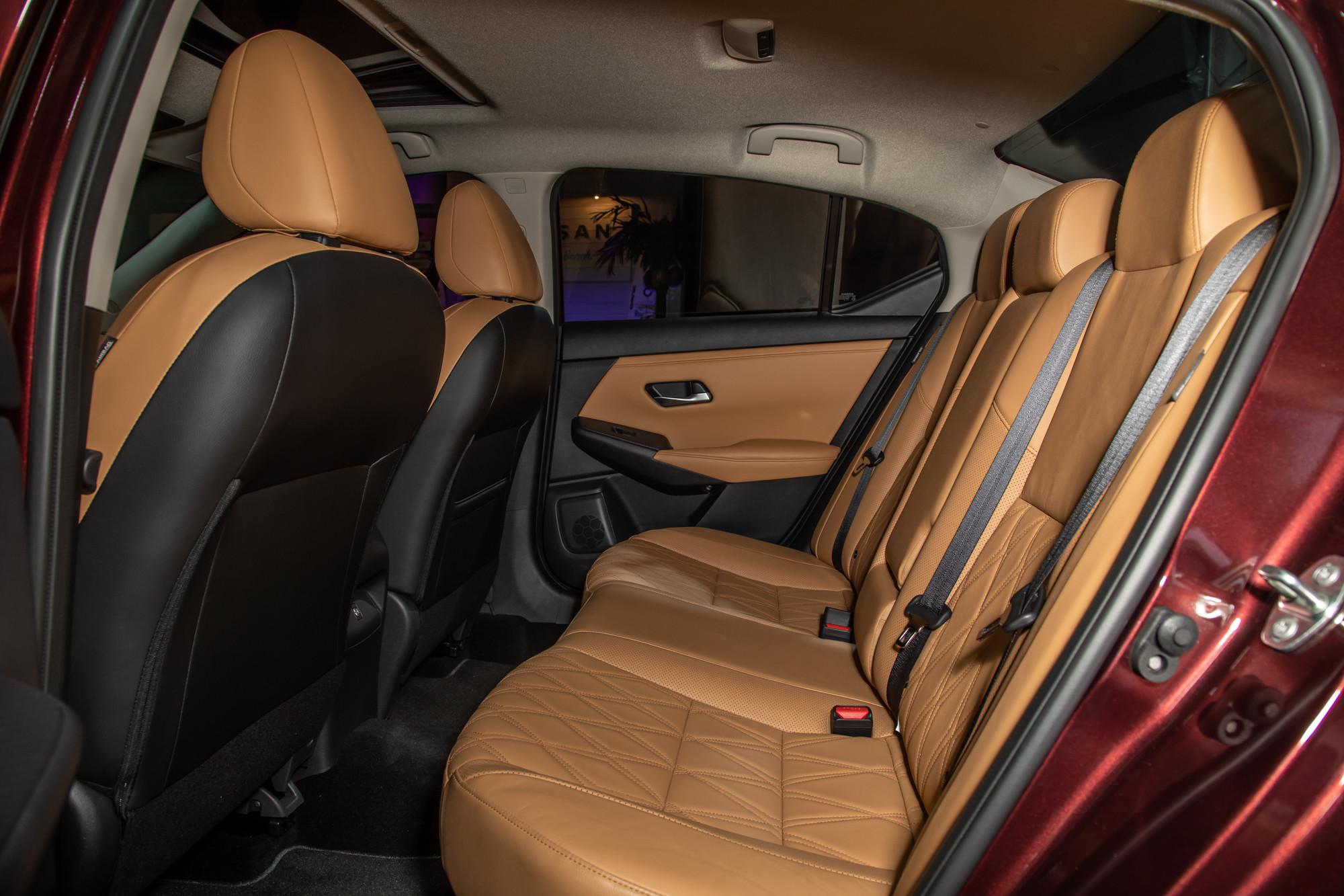 nissan-sentra-2020-cl-35-backseat.jpg