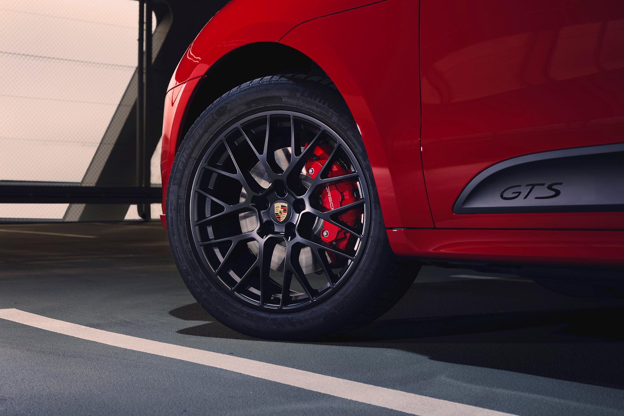 2021 Porsche Macan Redesign Turbo Gts And Specs >> 2020 Porsche Macan Gts Electric Can Wait News Cars Com