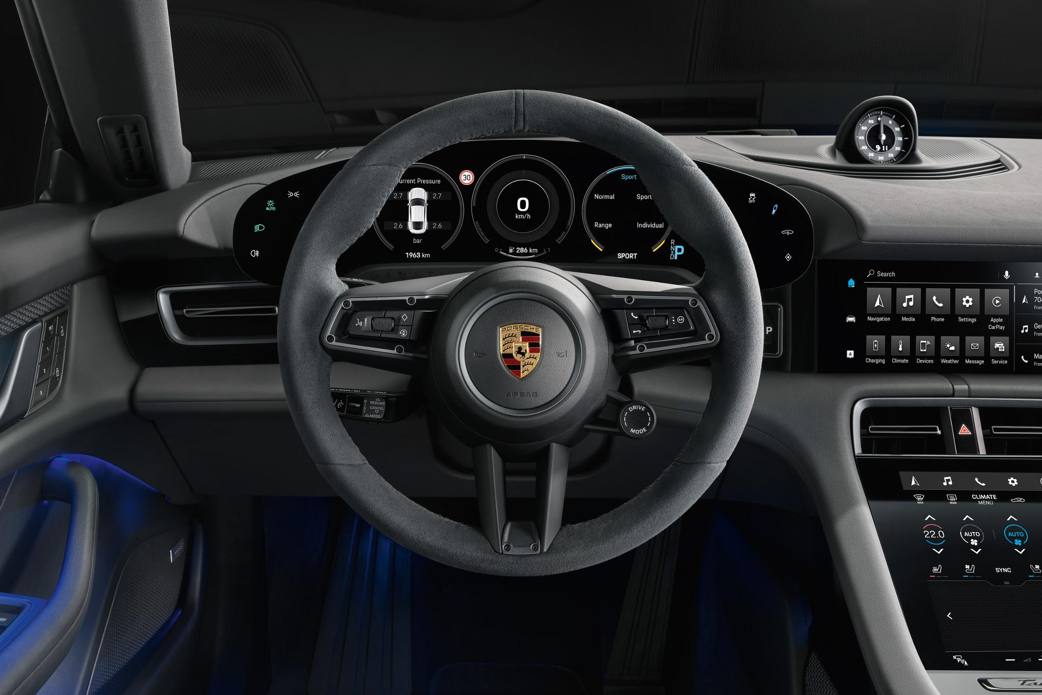 porsche-taycan-4s-2020-06-front-row--interior--steering-wheel.jpg