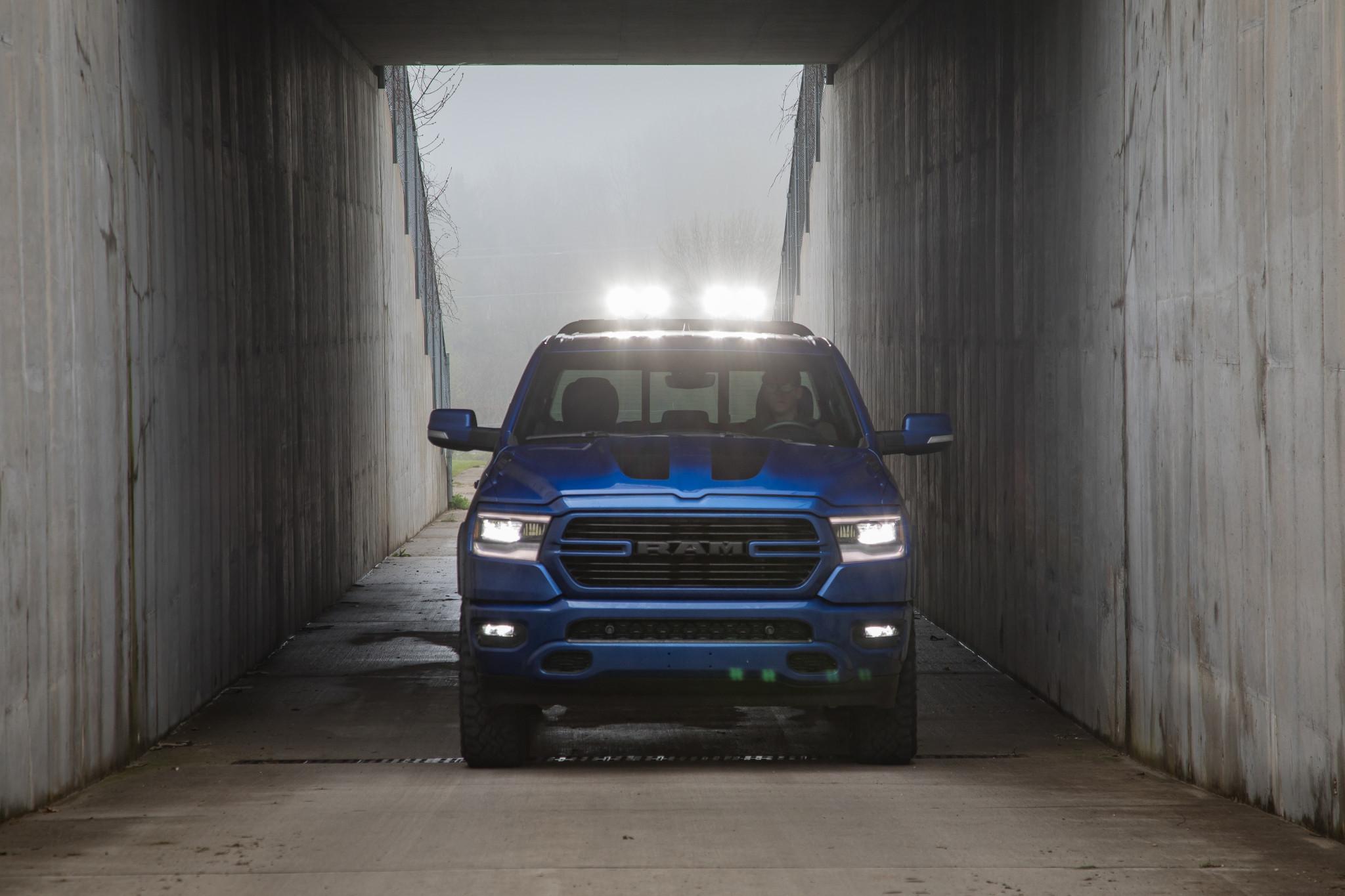 ram-1500-big-horn-mopar-2019-03-blue--exterior--front--textures-and-patterns.jpg