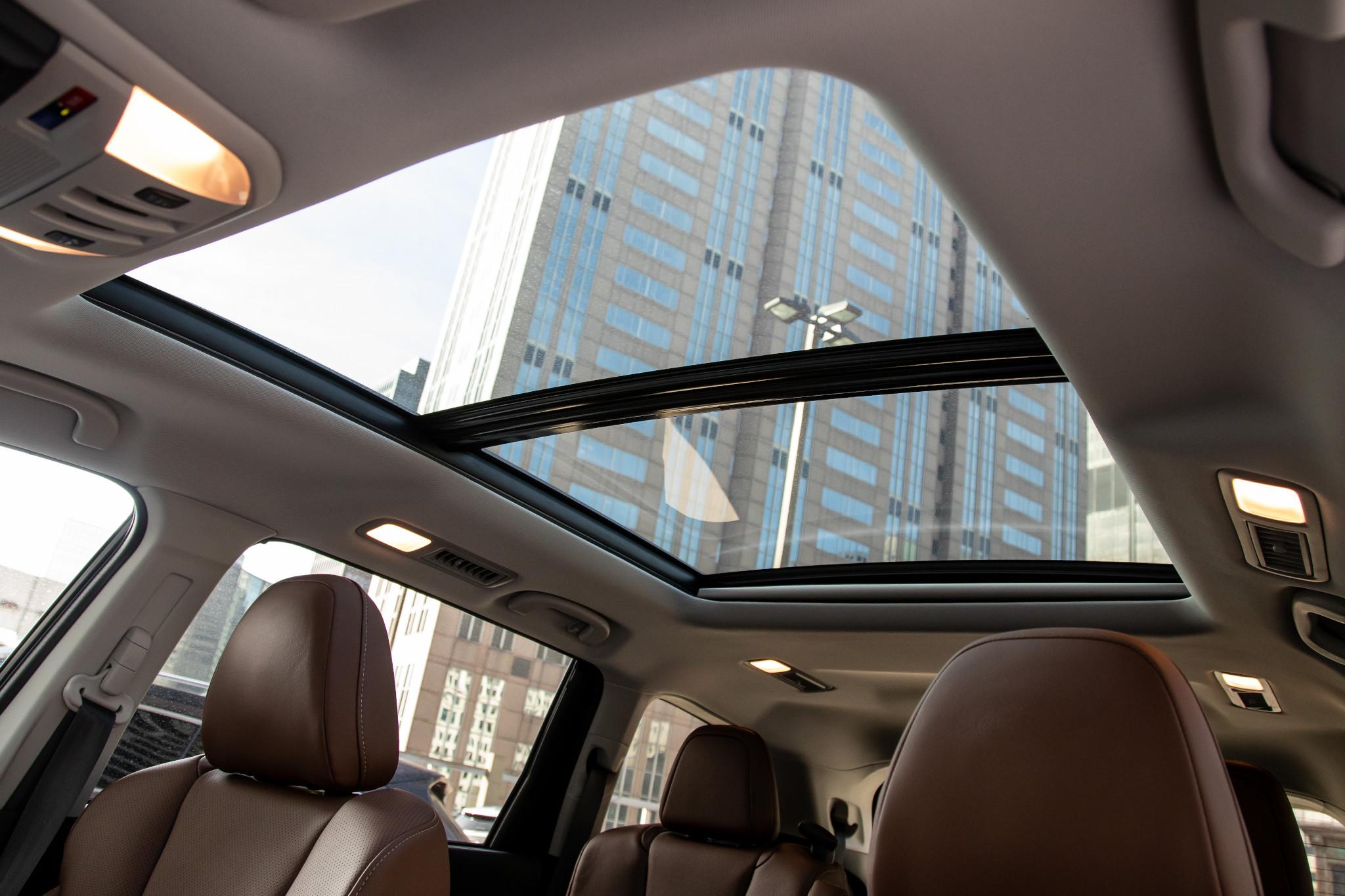subaru-ascent-touring-awd-2020-32-interior--sunroof.jpg