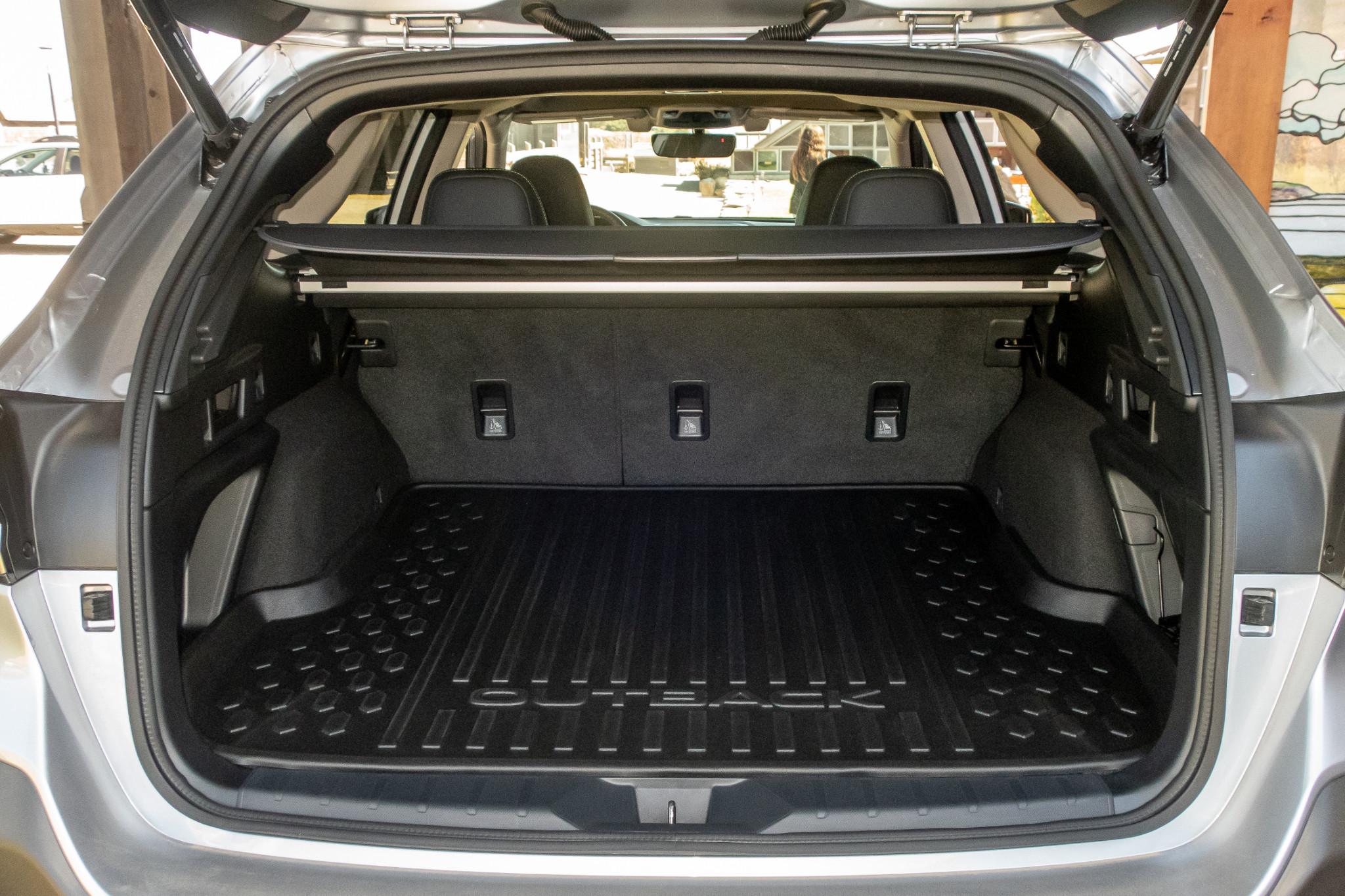 subaru-outback-2020-21-interior--trunk.jpg