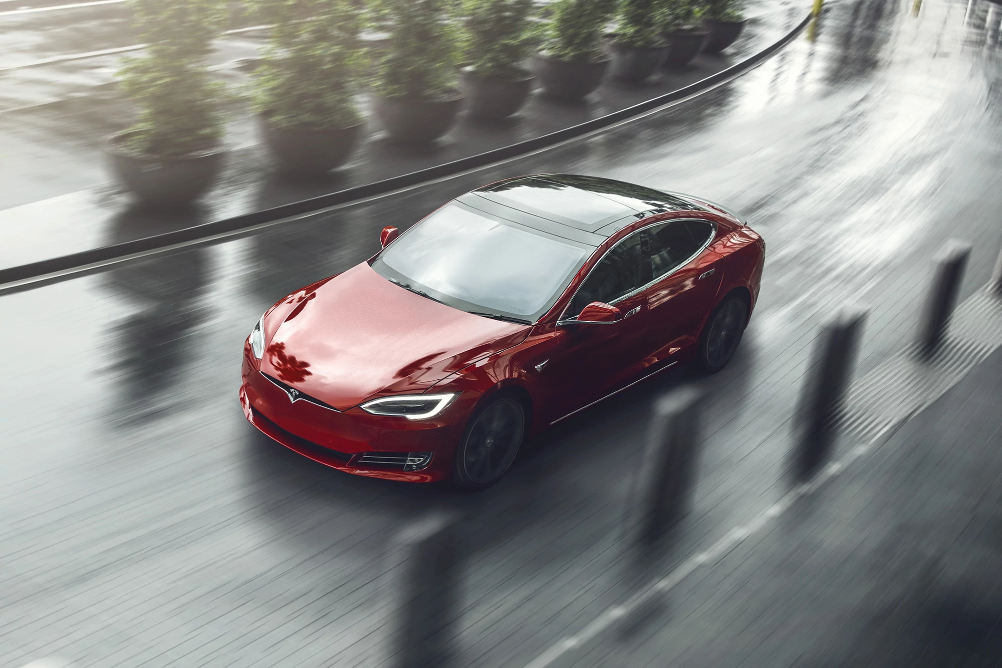 Tesla Model S Smashes 400-Mile Range Ceiling