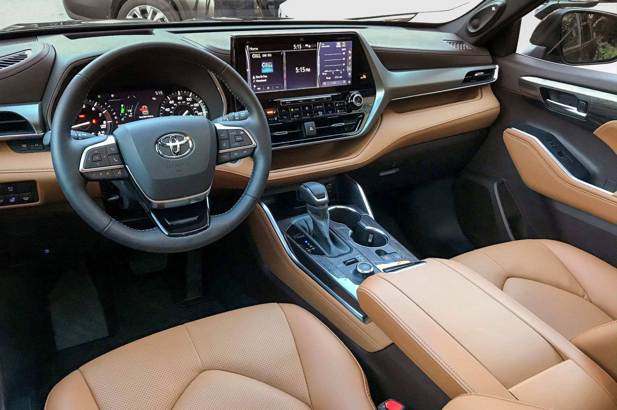 toyota-highlander-2020-07-interior-cockpit-shot.jpg