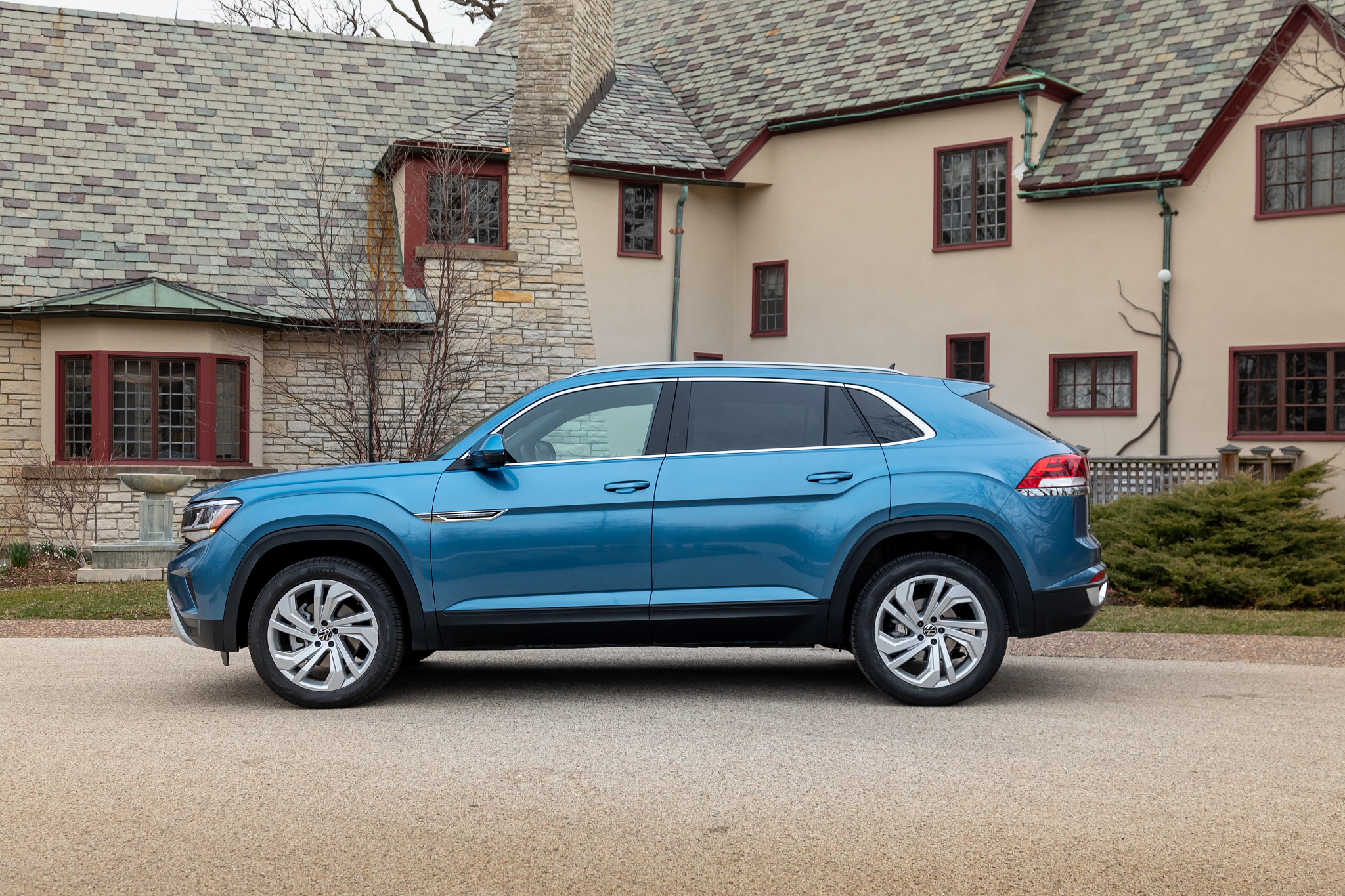 volkswagen-atlas-cross-sport-2020-03-blue--exterior--profile.jpg