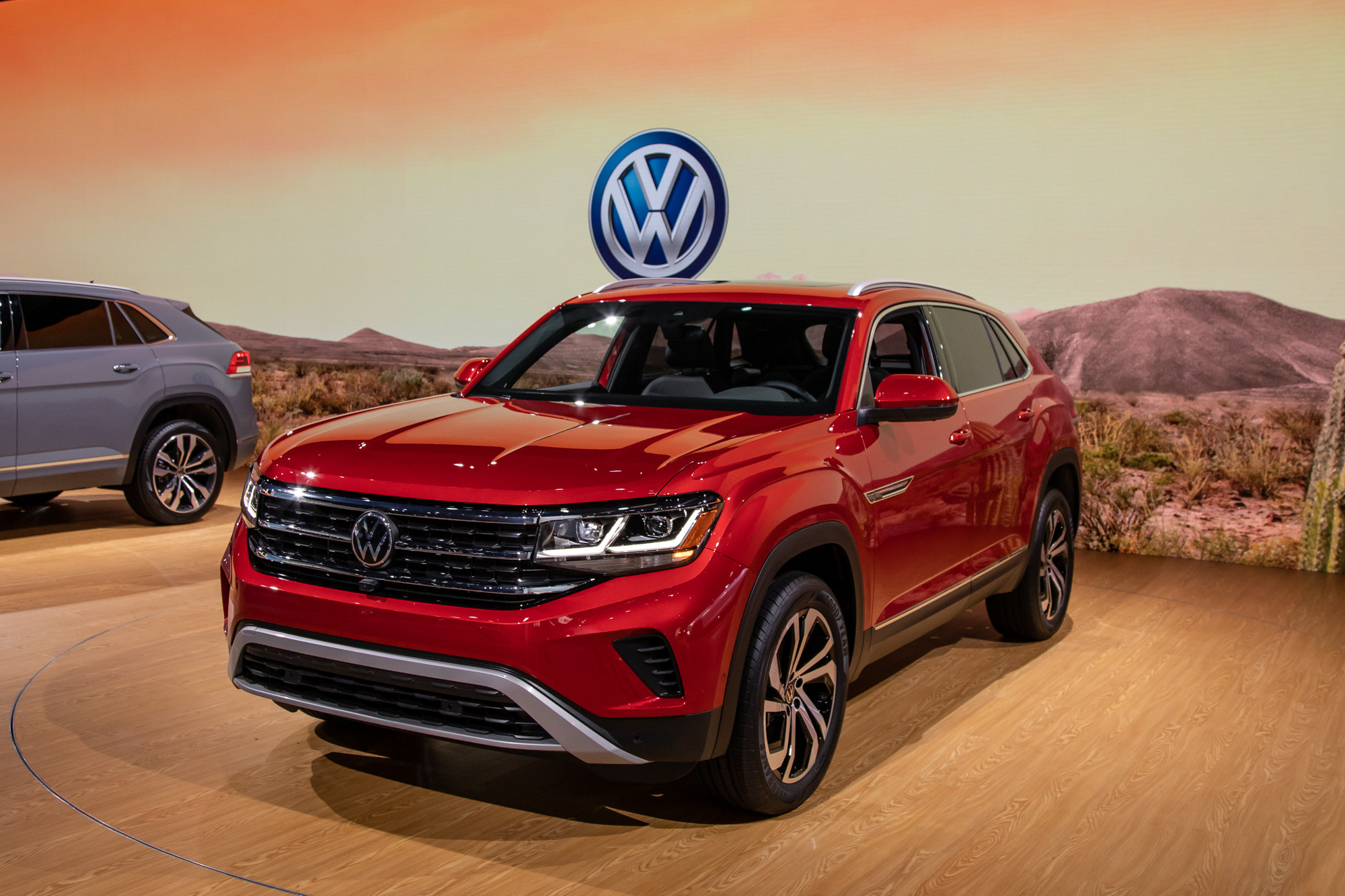 volkswagen-atlas-cross-sport-2020-cl-01-exterior-red.jpg