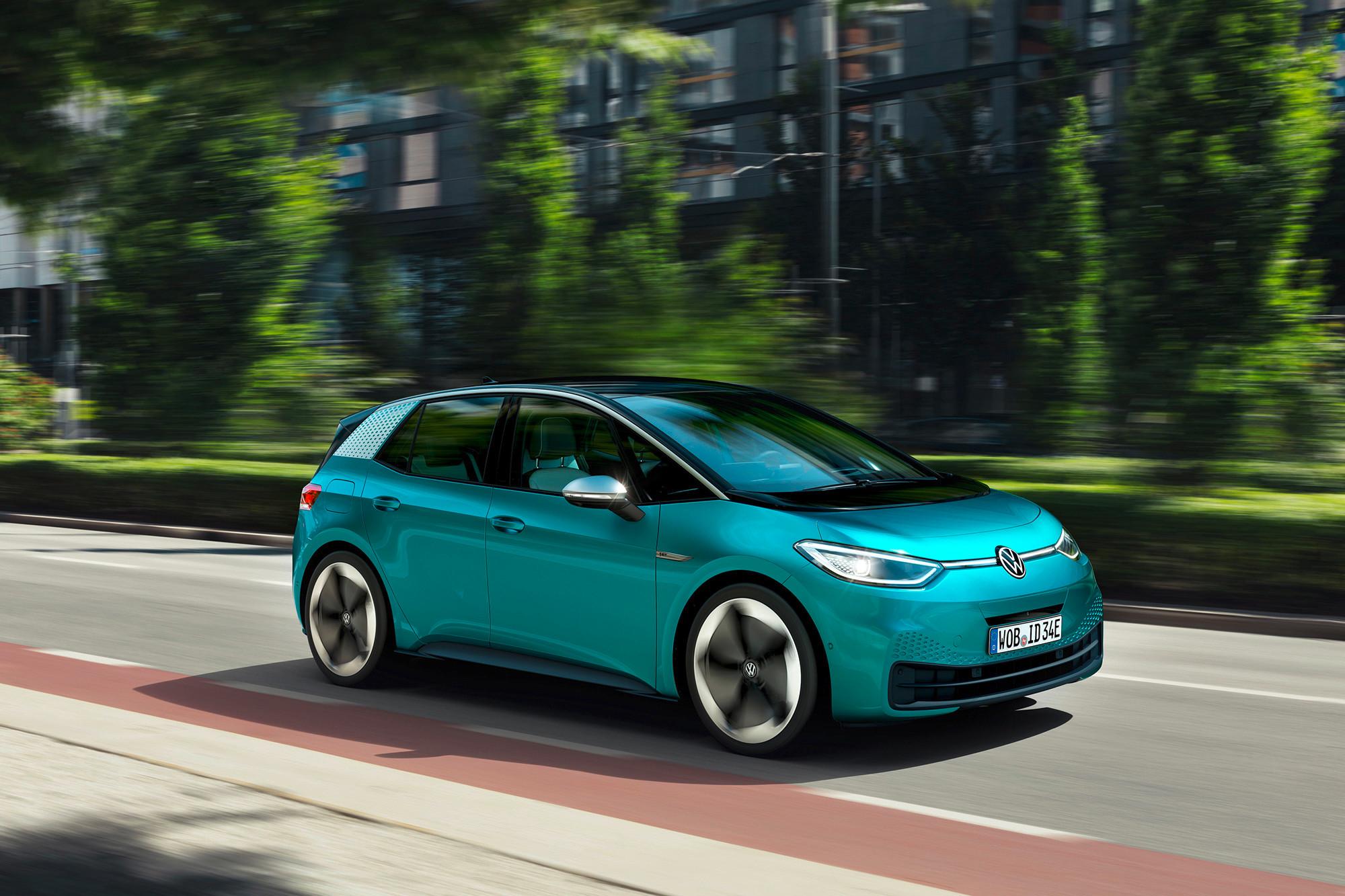 volkswagen-id.3-hatchback--01-angle--exterior--front--green.jpg