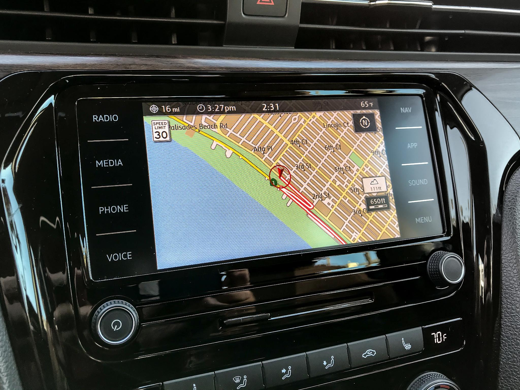 volkswagen-passat-2020-15-center-stack-display--front-row--interior--navigation.jpg
