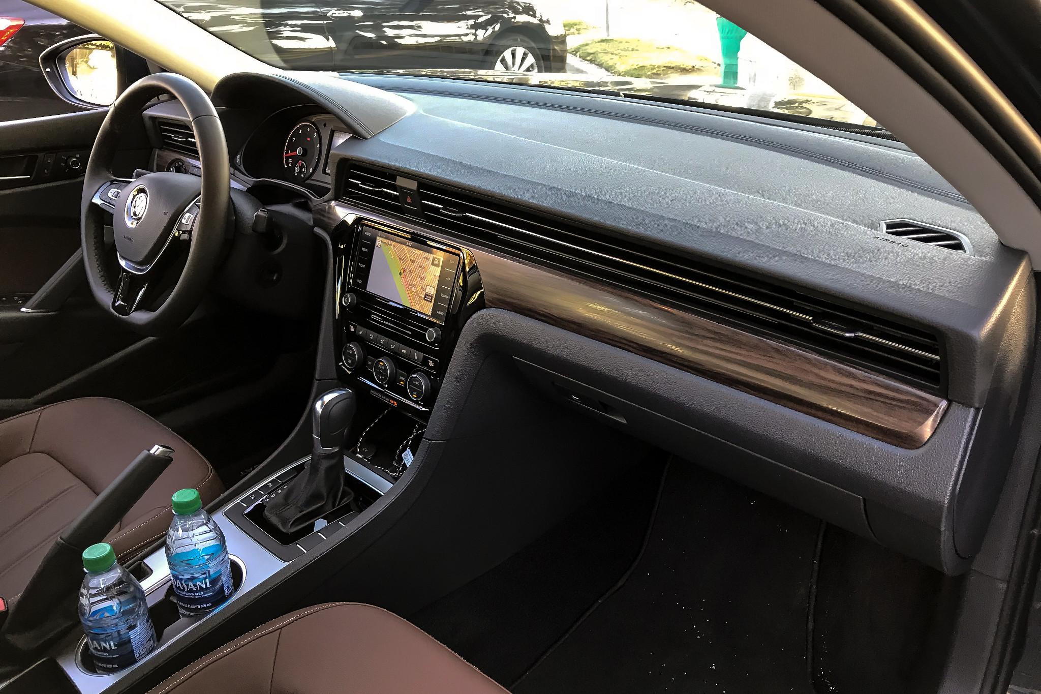 volkswagen-passat-2020-23-front-row--interior.jpg