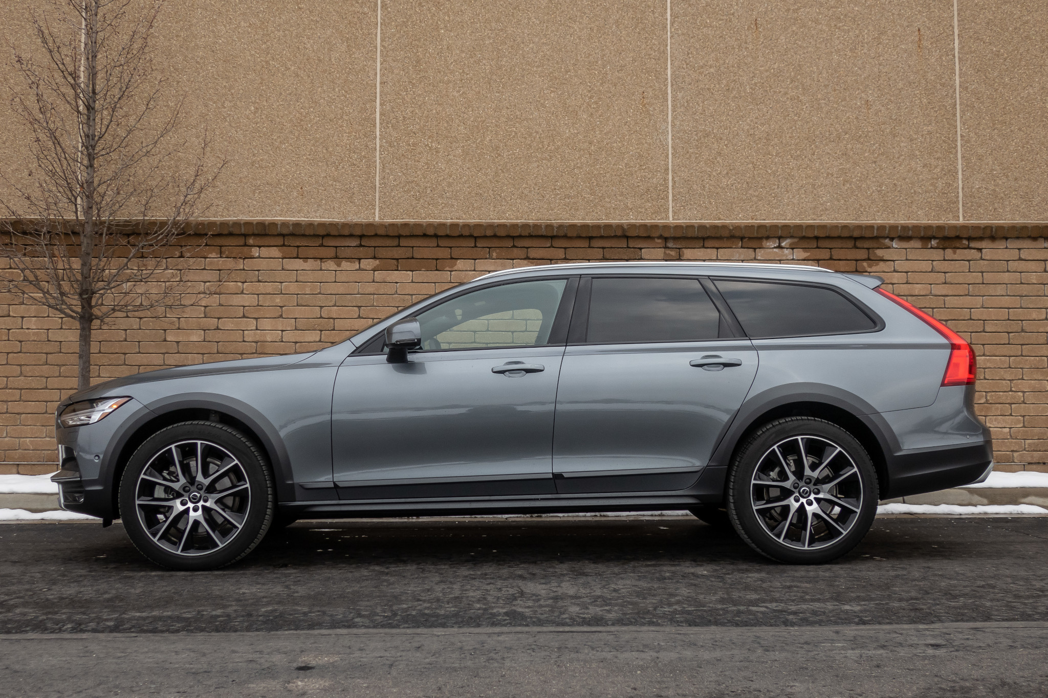2020 Volvo V90 Cross Country: 6 Things We Like (and 4 Not So Much)