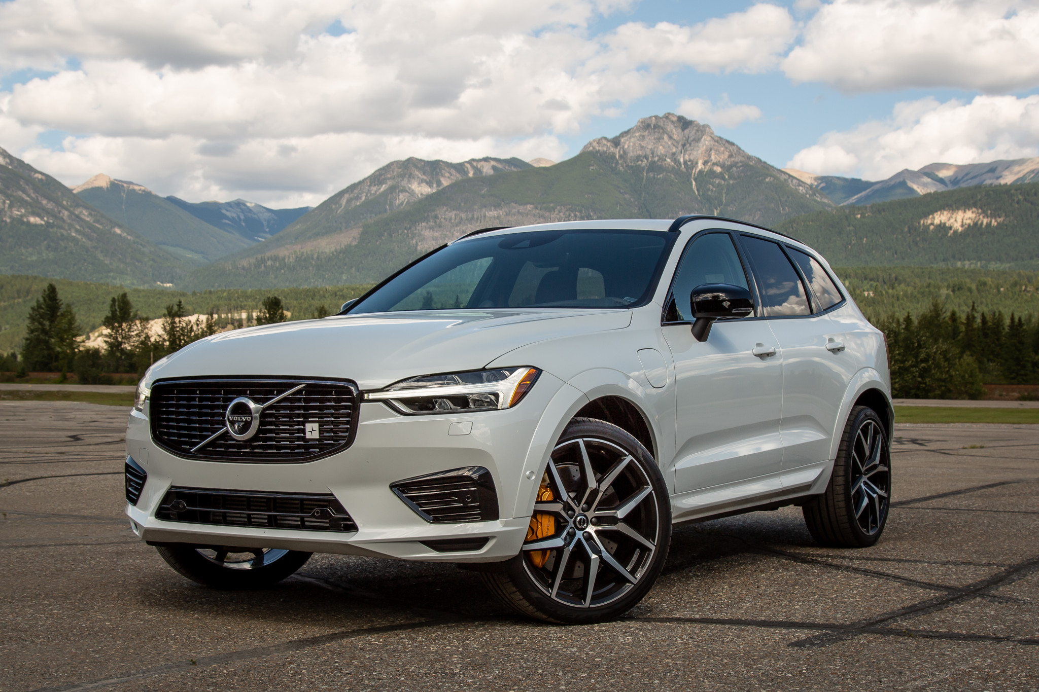 2020 Volvo XC60 T8 Polestar Engineered Review: Smooth, Not Sporty