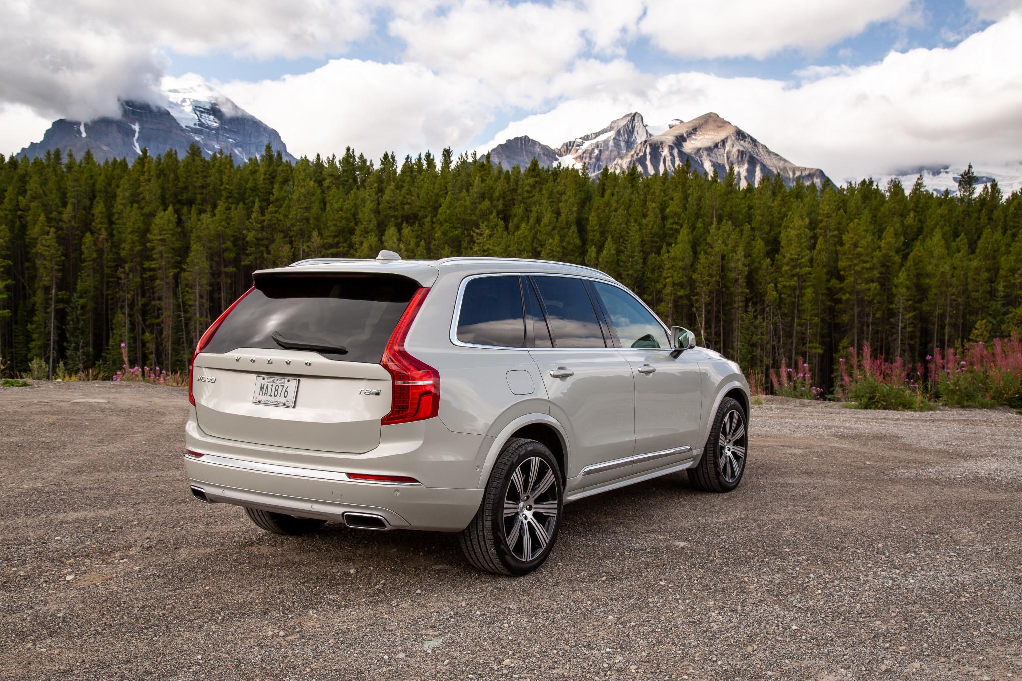 volvo-xc90-t8-inscription-2020-05-angle--exterior--mountains--rear--trees--white.jpg